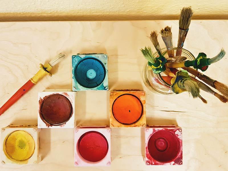 Farbenspiele mit der Tagesmutter in Ulm